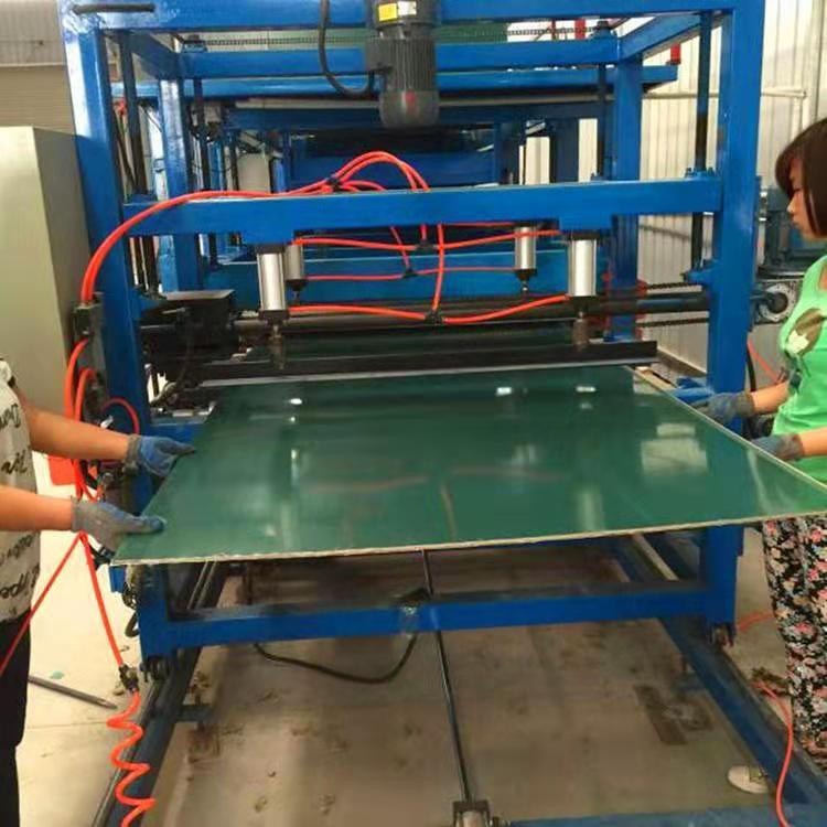 兴和压瓦机厂家专业定做黑板复合机/搭接式泡沫复合板成型机
