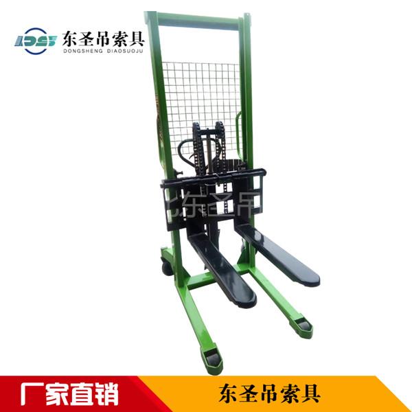 3吨槽钢液压堆高车搬运中小型电动液压堆高车使用