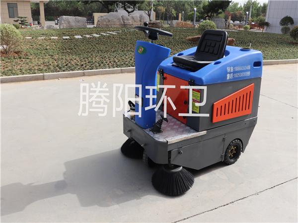 山东腾阳环卫TY-1200型电动驾驶式扫地车