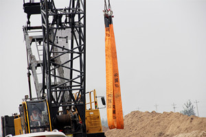 八吨蓝色吊装带拖地使用的影响